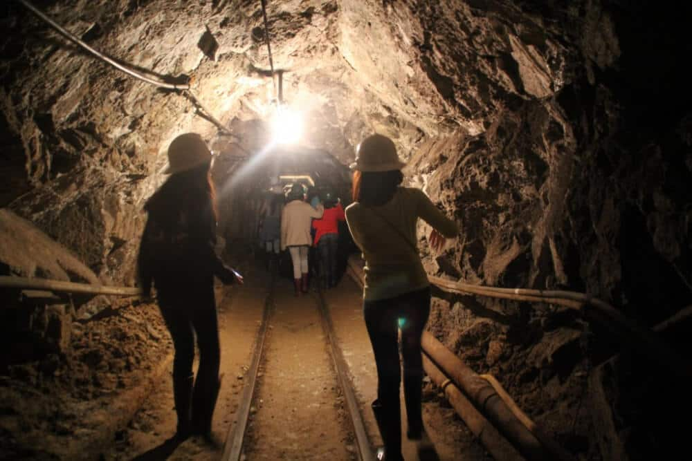 caving_tour_spelunking